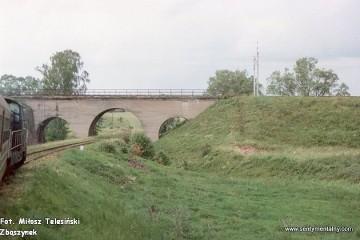 Czerwonka. Widok na tor w kierunku Lidzbarka Warmińskiego w dniu 17.06.1993.