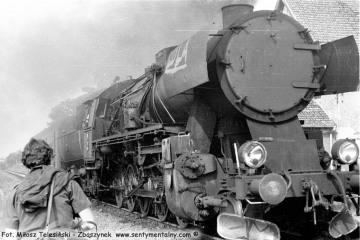 Popołudniowy osobowy z Gorzowa do Rudnicy wjeżdża na stację Płonica - Bolemin 22.09.1987.