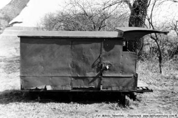 Dąbrówka Wlkp. Koło stawu przy przejeździe kolejowym, od strony zachgodniej w dniu 19.04.1987