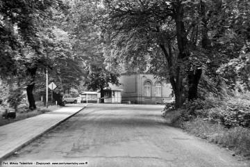 Międzychód, przed dworcem 04.06.1987.