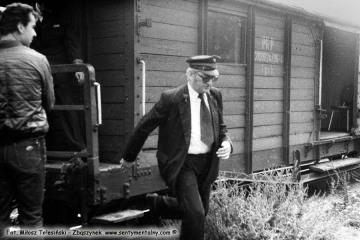 Pan Walenciak - kierownik kolejki w dniu obchodów 100 rocznicy kolejki 13.09.1986.