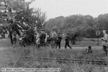 Uczestnicy imprezy z okazji 100 rocznicy kolejki w Opalenicy na stacji Trzcianka Zachodnia w dniu 13.09.1986.