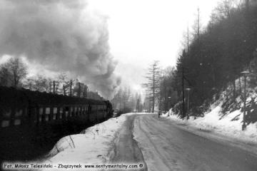 Muszyna w lutym 1986. Pociąg do nowego Sącza.