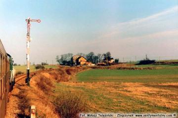 Siekierki - Godków. Wjazd do Klępicza w dniu 07.02.1990