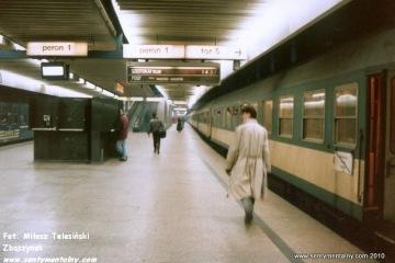 Warszawa Centralna. Pociąg do Szestokai 14.02.1995