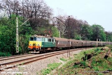 EU07-441 z MD Skarżycko Kamienna na odcinku Jelonki - Warszawa Gdańska w maju.1991.