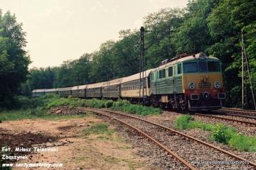 EU07-382 na odcinku Warszawa  Gdańska - Jelonki w dniu 06.06.1991.