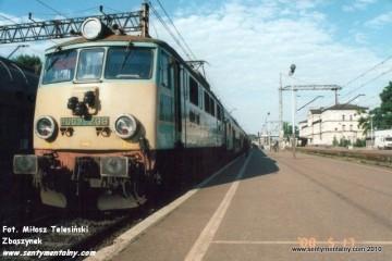 Krzyż. Pociąg osobowy Krzyż-Poznań (87136) w dniu 17.05.2000. Maszynistą był Pan Chojnacki.
