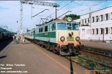 Krzyż. Pociąg Szczecin-Poznań w dniu 17.05.2000.