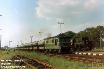 Krobia. Pociąg od strony Leszna do Ostrowa Wlkp. w dniu 10.09.1988.