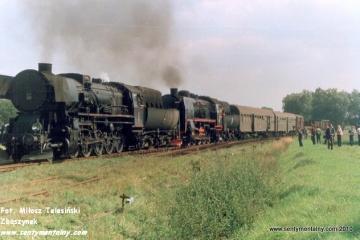Krotoszyn - Krobia w dniu 10.09.1988. Parowóz jako pierwszy Ty2-331 z Jarocina 32D43-177, jako drugi Parowóz jako drugi Ty45-379 ze Zbąszynka 27D47-35