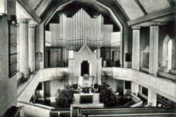 Wnętrze kościoła ewangelickiego przed 1945 rokiem. Od 1945 katolicki.