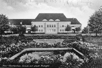 Szkoła w Zbąszynku (Neubentschen) na dzisiejszym Placu Wolności w latach 40 tych