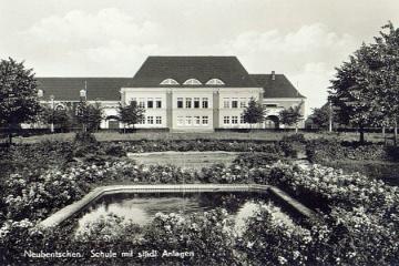 Szkoła w Zbąszynku (Neubentschen) na dzisiejszym Placu Wolności w latach 40 tych.