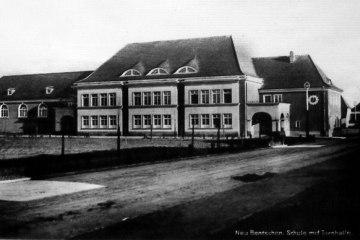 Szkoła w Zbąszynku (Neubentschen) na dzisiejszym Placu Wolności do 1930 roku.