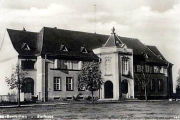 Urząd Miejski w dzisiejszym Zbąszynku (Rathaus) około 1940 roku.