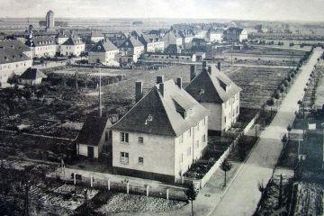 Widok z wieży kościoła w stronę dzisiejszej ulicy Długiej, dalej Wojska Polskiego  -dworca.