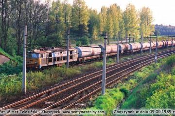 ET22-845 z towarowym wjeżdża od strony Rzepina (nastawni Dąbrówka) w dniu 09.05.1989