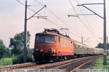 """EP05-17 z ekspresem """"Berolina"""" Warszawa - Berlin, zbliża się do Zbąszynka. Lipiec 1988"""