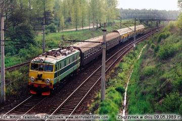 EU07-080 wjeżdża do Zbąszynka z osobowym Rzepin - Poznań od strony Rzepina w dniu 09.05.1989.