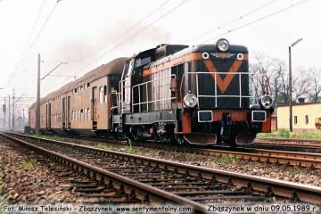 SP42-238 z osobowym z Leszna, wyjeżdża ze Zbąszynka w dniu 09.05.1989.