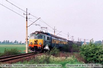 EU-7-083 z pośpiesznym Gdynia - Zielona Góra, opuszcza Zbąszynek w dniu 09.05.1989.