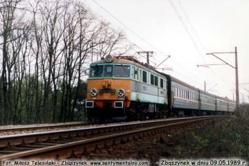 EU07-230 z sypialnym Warszawa - Berlin  wjeżdża do Zbąszynka w dniu 09.05.1989.