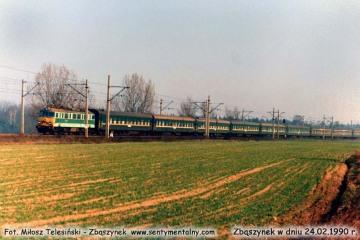 Pośpieszny sypialny Warszawa - Berlin, wjeżdża do Zbąszynka w dniu 24.02.1990.