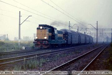 Osobowy do Leszna wyjeżdża ze Zbąszynka w dniu 23.07.1990.