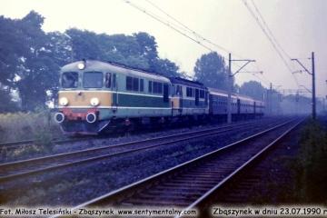 """ST43-22 + ? wjeżdża do Zbąszynka z łącznikiem Gorzów Wlkp. - Warszawa ekspresu """"Lubuszanin"""" w dniu 23.07.1990."""