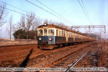 EN57-812 z Poznania wjeżdża do Zbąszynka w dniu 11.01.1992.