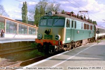 """EU07-471 z pociągiem POŚPIESZNYM """"Berolina Berlin - Warszawa, wjeżdża do Zbąszynka  po zmianie klasyfikacji z Expresu w dniu 17.05.1992."""