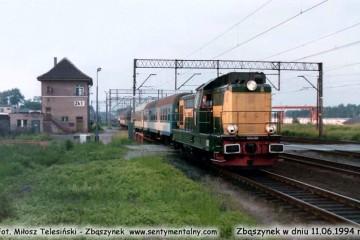 SP32-088 z Leszna, zbliża się do peronów w dniu 11.06.1994.