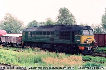 ST44-787 z towarowym do Leszna w lipcu 1991.