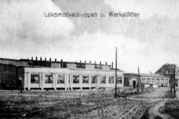 Budowa lokomotywowni, środkowa oraz lewa część symetryczna do już istniejącej tylko w planie.