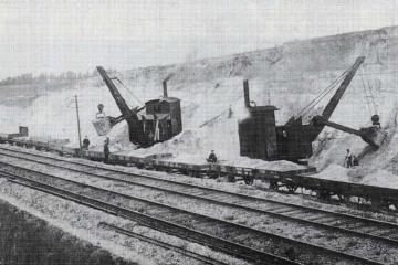 Dźwigi - koparki podczas prac ziemnych na wyjeździe w kierunku Rzepina - nastawni Dąbrówka.