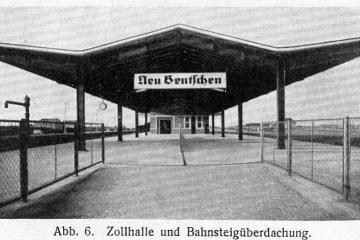Widok na peron drugi - celny, wyraźnie zaznacz się rozejście na lewo (w kierunku Niemiec) i prawo (w kierunku Polski) nie zbędne do kontroli dokumentów podróżnym.