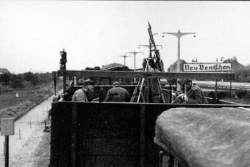 Początek lat 40 tych. Nie ma jeszcze położonych torów przy peronie trzecim.