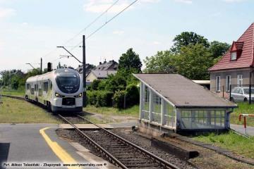 Osobowy Zielona Góra - Gorzów Wlkp. wjeżdża na peron pierwszy w dniu 22.05.2017.
