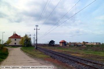 """Widok dworca rozrządowego w stronę budynku """"pod zegarem"""" 23.04.2016"""