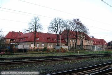 Widok od strony torów na narożnik budynku powstały w ostatniej kolejności budowy dworca. 13.11.2008