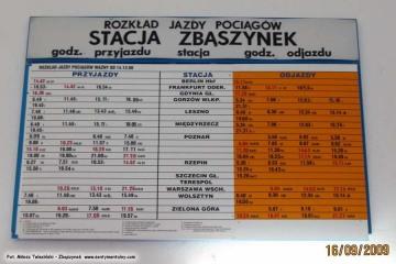 Ścienny rozkład jazdy na poczekalni w Zbąszynku. 16.09.2009