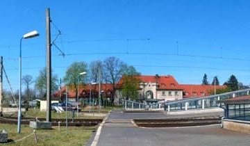 Do 1944 roku przejście - kładka naziemna przebiegała w linii centralnej, w miejscu gdzie dzisiaj są zejścia do tuneli. 23.04.2015