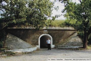 Wejście na dworzec rozrządowy od ulicy Kolejowej. 25.08.2002