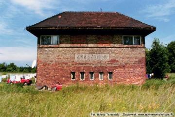 """Nastawnia Ngn """"Zbąszynek północny towarowy"""" rozebrana już przez Niemców w 1940 roku. 15.06.2002"""