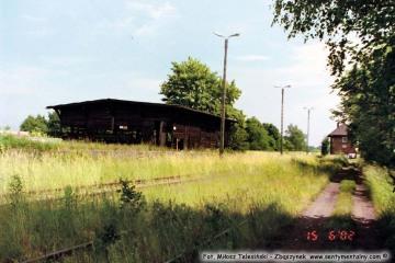 """15.06.2002 Za ekspedycją magazyn """"drewniak"""", rozebrany"""