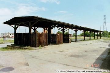 Rampa końcowa na ekspedycji - rozebrana. 15.06.2002