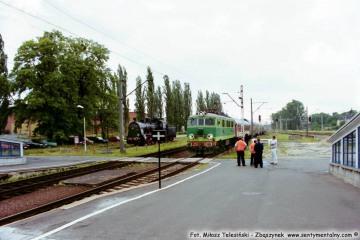 EU07-180 wjeżdża z Rzepina. 19.06.2003