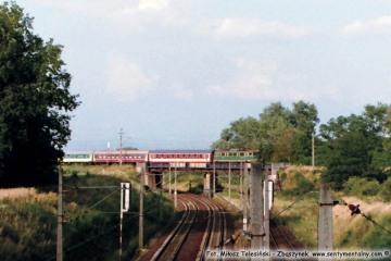 15.08.2004 Pociąg pośpieszny Gdynia - Zielona Góra opuszcza Zbąszynek w kierunku nastawni Kosieczyn.