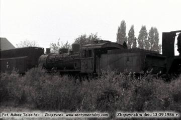 """13.09.1986. Odstawiony na zapomnienie na bocznych torach dworca towarowego w Zbaszynku, na nie czynnym """"trójkącie"""" do obracania parowozów."""